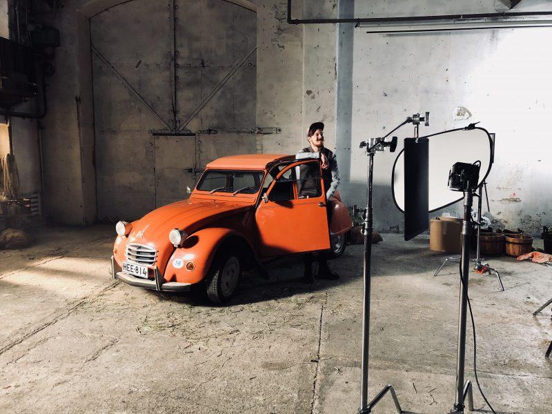Hertta Rouva esiintyy TV-mainoksessa