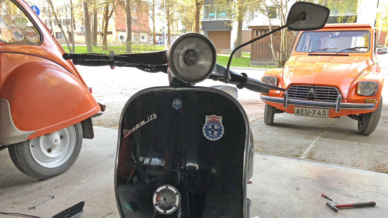 Vespa Club Finland tarra paikallaan